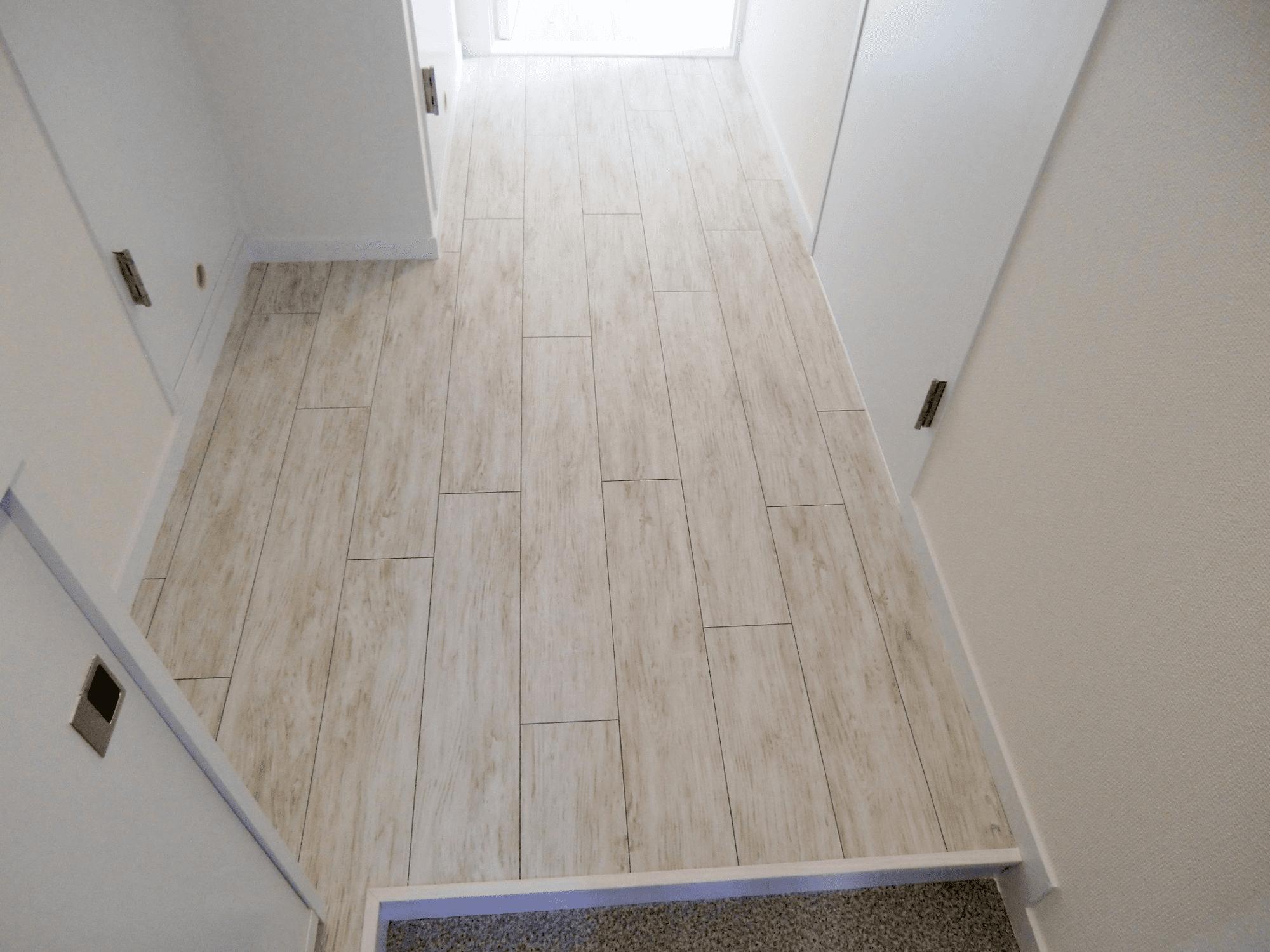 本物を使わなくても出来ます!デザインクロスや床材で作るナチュラルリノベ空間・空室対策後