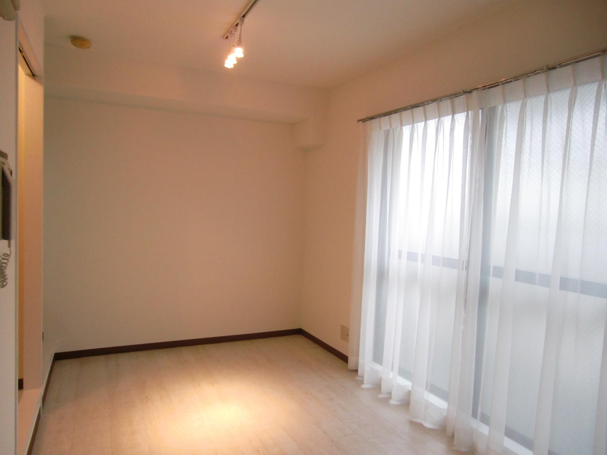 家具も一緒にプレゼント!?小さいワンルームもおしゃれに変身♬・空室対策後