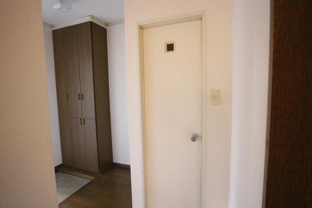 木のマテリアルが印象的!ヴィンテージスタイルのお部屋。・空室対策前
