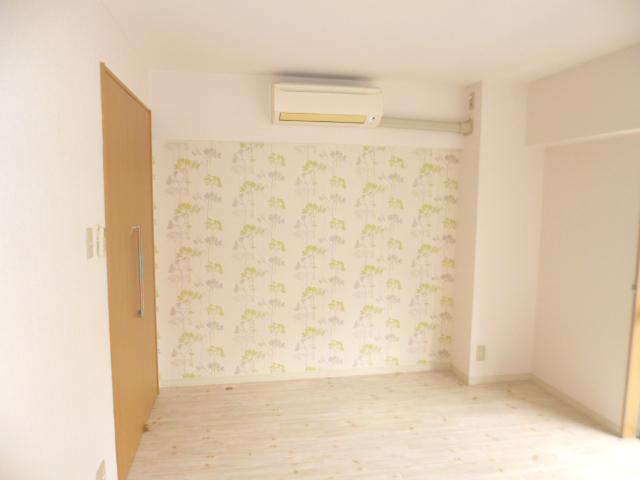 木の温もり感じるナチュラル&フェミニンな空間・空室対策後