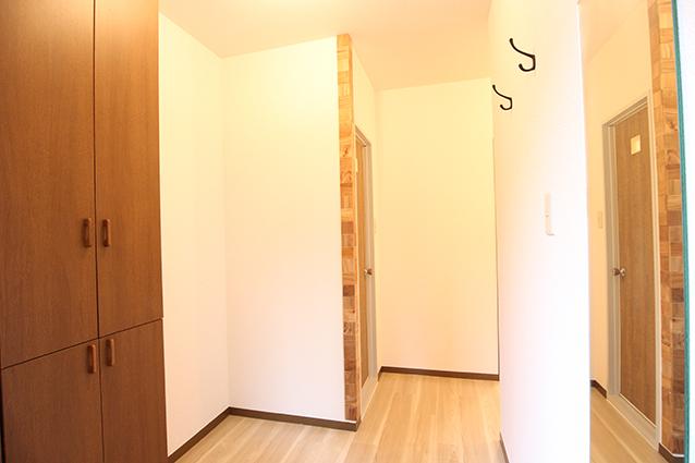 木のマテリアルが印象的!ヴィンテージスタイルのお部屋。