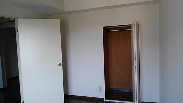 グレイッシュ×ブラウンカラーでシックな空間作り・空室対策前