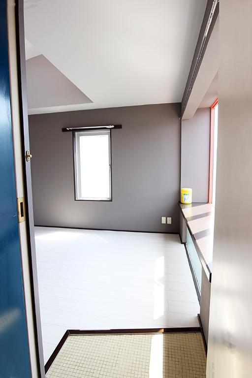 モノトーンなのにやわらかな雰囲気           グレーを取り入れた空間づくり・空室対策後